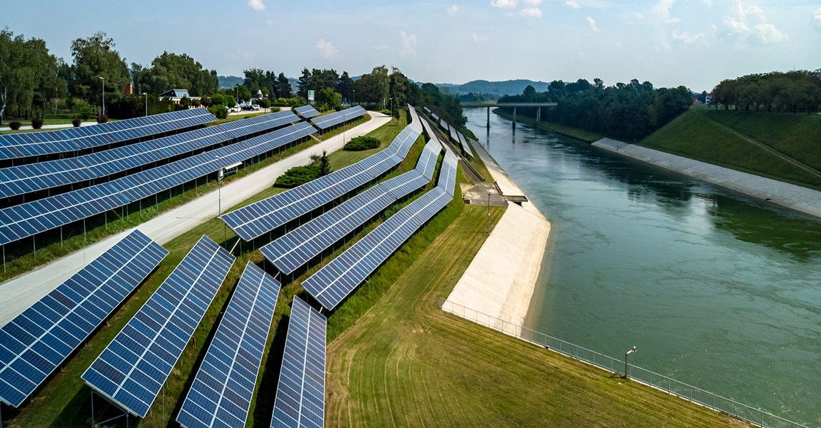 Solar power plants on infrastructure of hydro power plants
